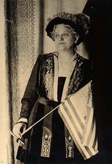Mrs. Carrie Chapman Catt, 1917     WOMEN'S SUFFERAGE PIONEER