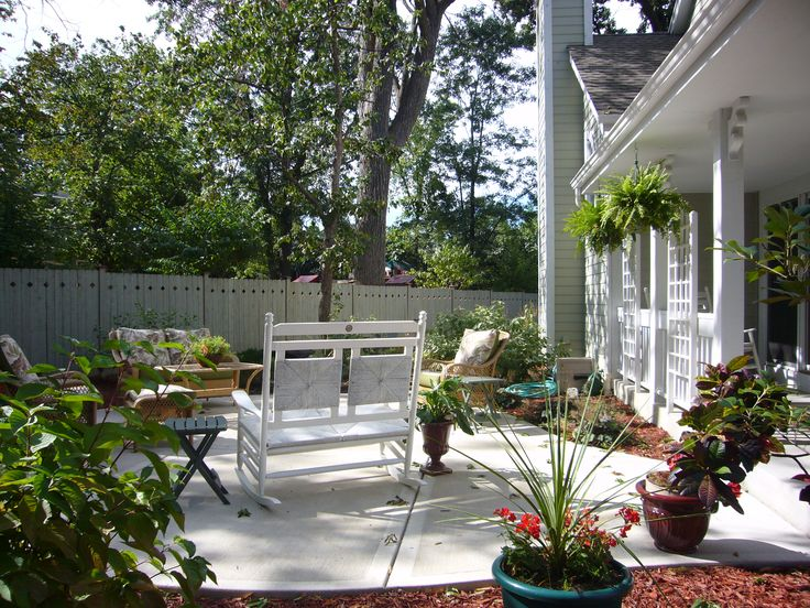 Patio off front porch landscaping gardening ideas for Front porch landscaping ideas