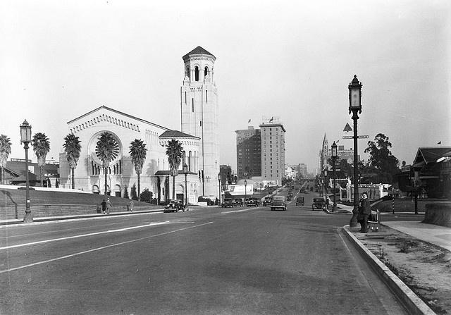 Wilshire Christian Church Building by Floyd B. Bariscale, via Flickr