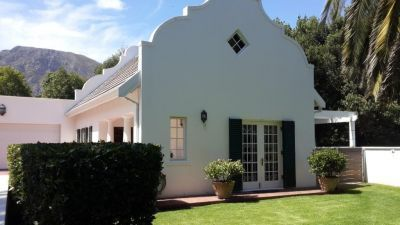 South Pelham Holiday Cottage #Hermanus Lovely and spacious one bedroom cottage in a tranquil area, walking distance from the cliff paths at the sea.