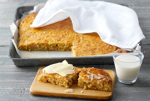 Itsetehty leipä on edullista ja varmasti tuoretta. Pannuleipä on myös helppoa valmistaa - sen kun muotoilet uunipannulla ja leikkaat annospaloiksi vasta kypsänä. http://www.valio.fi/reseptit/siemenpannuleipa/