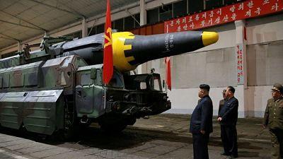 """Corea del Norte advierte al mundo hasta dónde pueden llegar sus misiles COREA DEL NORTE.-Un medio de comunicación estatal norcoreano ha destacado que el éxito de los lanzamientos de sus misiles balísticos está garantizado por sus """"dispositivos de aceleración móviles imposibles de ser detectados""""."""