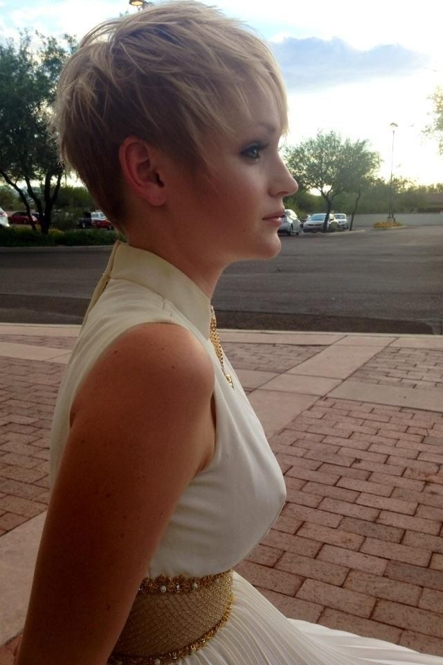 Simple Short Hairstyles for Fine Hair: Short Hair with Blonde Highlights. I might try this next time.
