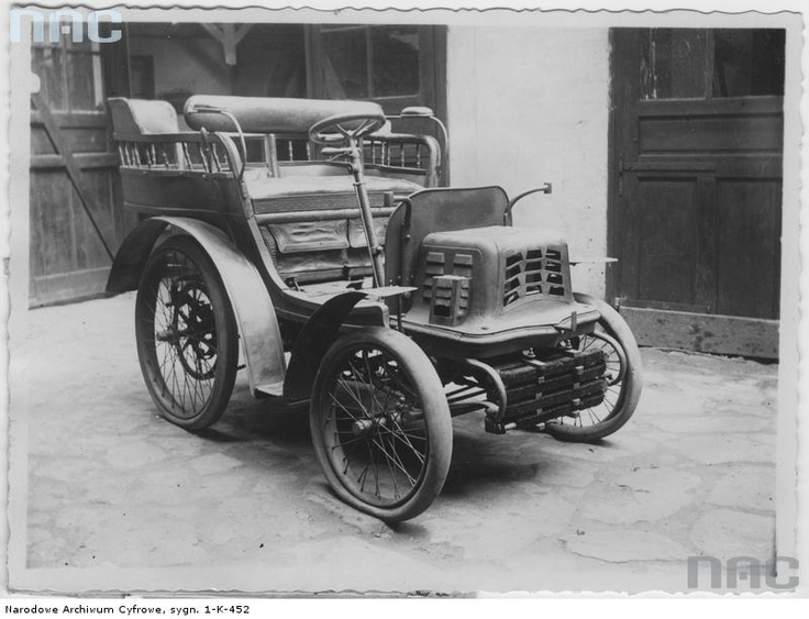 1902 car, Warsaw Museum of Technology and Industry, photo taken 1918-39.