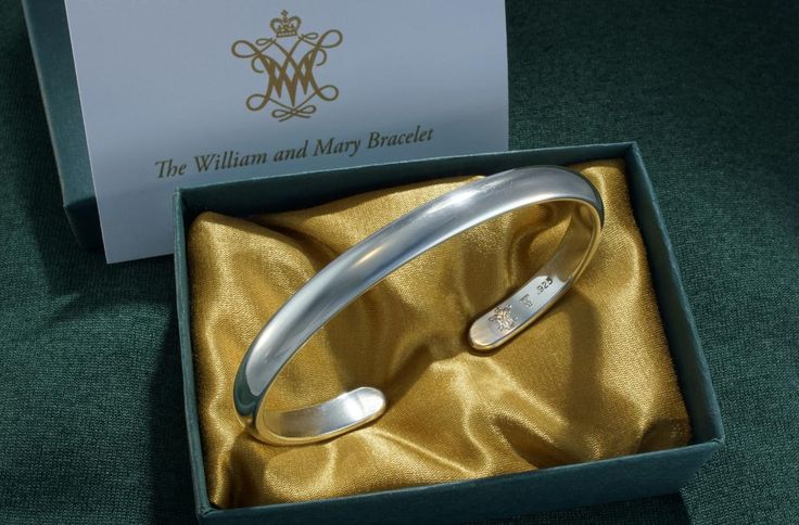 Taber Studios Plain Gold Cuff Bracelet, handcrafted using 14K gold-filled. Simply elegant, timeless, and comfortable to wear. This medium weight cuff bracelet is available at All of our artisan jewelry is handcrafted in our family-owned Californian studio. Taber Studios are proud members of Ethical Metalsmiths, committed to using promoting the highest ethical and environmental standards in the jewelry industry. Taber Studios Handcrafted Classic  Ethical Artisan Jewelry