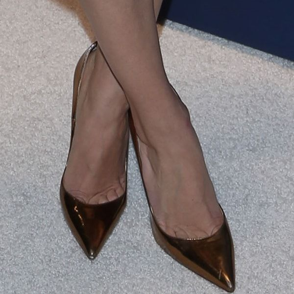 e2a659568bb6 Allison Williams showing toe cleavage in Christian Louboutin