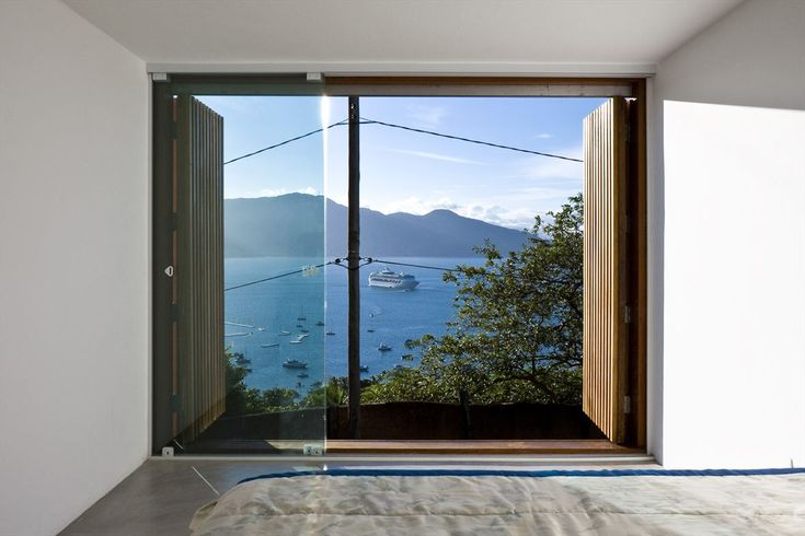 While working on a rebuild project for a caretaker's house on the island of Ilhabela of São Paolo, Brazil, the main concern of architects Alan Chu and Cristiano Kato was to deliver a fresh, liberating sense of space. The original house was an oppressive one-story with stony walls and tiny punch-out windows, and the residence …