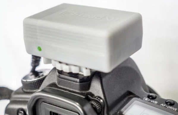 SteadXP es el nombre de un dispositivo que nos ayudará a mejorar el aspecto de los vídeos que grabamos.Se trata de un proyecto que presentamos ya hace algunos meses (en 2015, de hecho) y que muestran ahora en el CES 2017, un aparato que puede conectarse a una cámara de grabación de vídeo para que, gracias a la compensación realizada vía software de los movimientos captados por los acelerómetros, el...