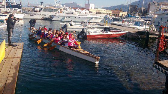 Offerte di lavoro Palermo  Undici donne operate di tumore al seno che con la canoa hanno iniziato un percorso di riabilitazione psico-fisica  #annuncio #pagato #jobs #Italia #Sicilia Palermo: pagaie rosa contro il tumore al seno