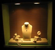 jewelry window display ideas - Αναζήτηση Google