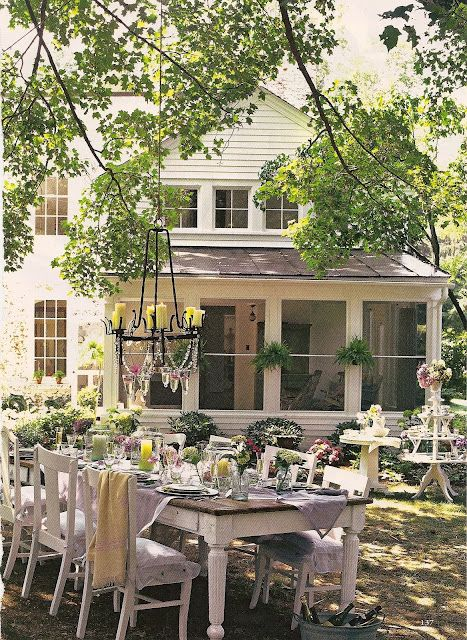 The perfect setting for a Summer/Spring outdoor breakfast, lunch or dinner. We love the idea of a long farmhouse table so everyone can sit together.: