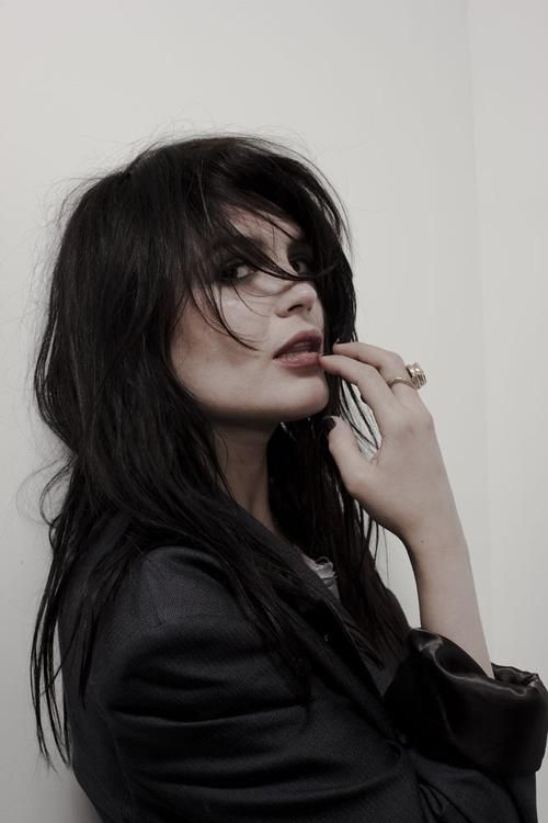 My girl crush: Alison Mosshart of The Kills and The Dead Weather. Meow.