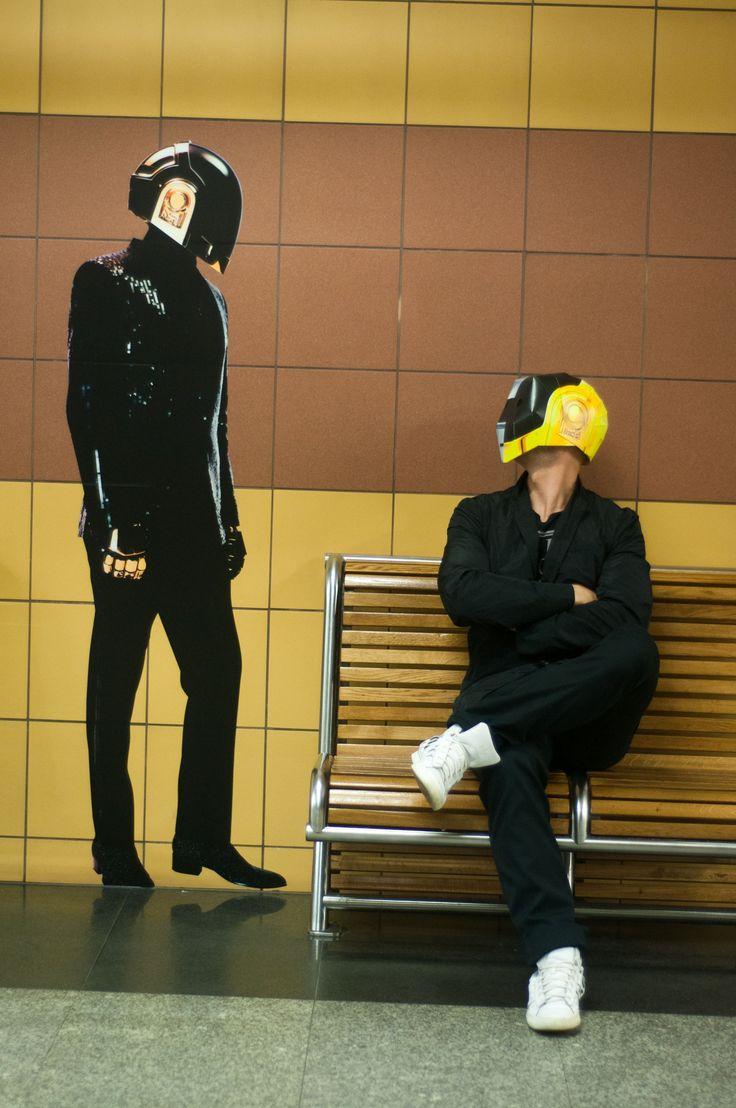 Promocja płyty Daft Punk w warszawskim metrze, maj 2013.