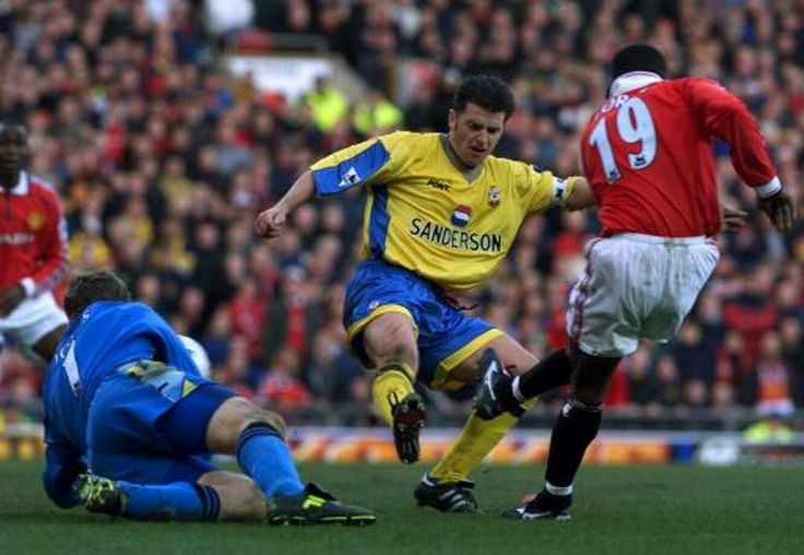 Man Utd 2 Southampton 1 in Feb 1999 at Old Trafford. Dwight Yorke scores United's 2nd goal #Prem