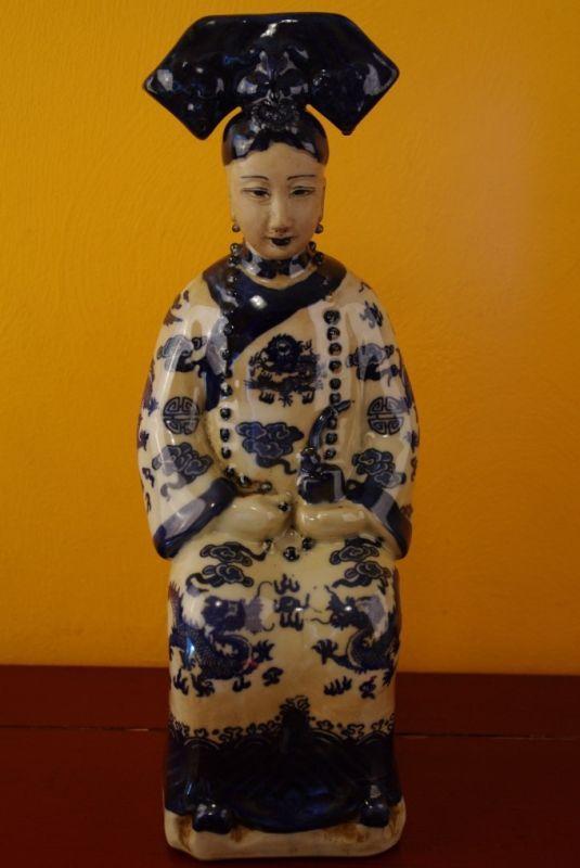 Statue Impératrice Chinoise assise porcelaine bleu et blanc