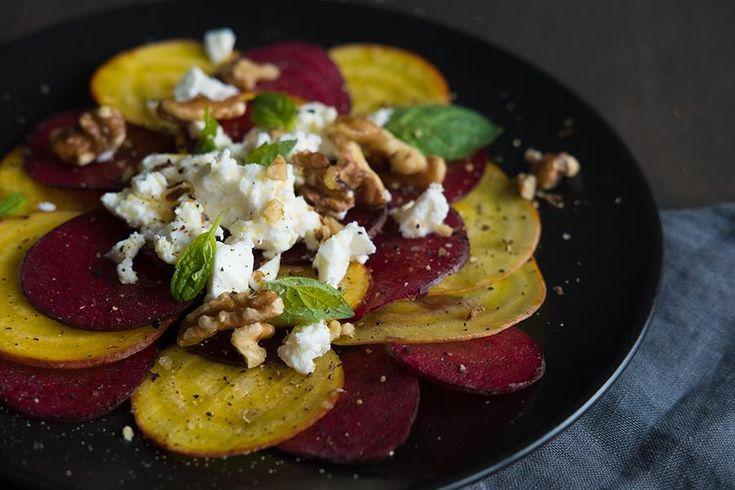 Oppskrift på salat med rødbeter og fetaost.