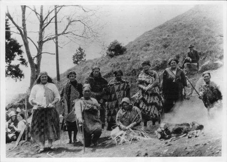 Hangi on Mt Eden, 1927, PH-NEG-22757