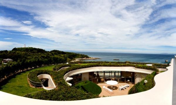 Villa Ronde by Ciel RougeRooftops Gardens, Japan, Guest House, Ciel Rouge, Green Roof, Landscapes Architecture, Villas Rond, Design, Round House