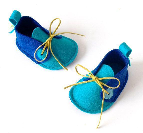 Sapatinhos de bebê de feltro