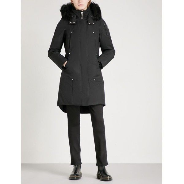 MOOSE KNUCKLES Stirling cotton-blend parka coat ($840) ❤ liked on Polyvore featuring outerwear, coats, color block coats, buckle coats, patch coat, faux fur trim hooded parka and water resistant coat