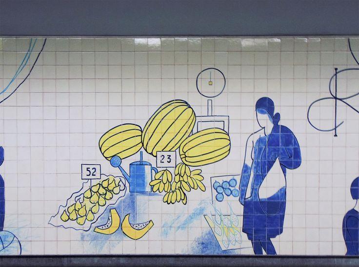 Júlio Resende | Porto | Metro do Porto / Oporto Underground | Estação / Station of Bolhão | 2011 [© Inês Leitão] #Azulejo #AzulejoDoMês #AzulejoOfTheMonth #JúlioResende #Porto #Oporto