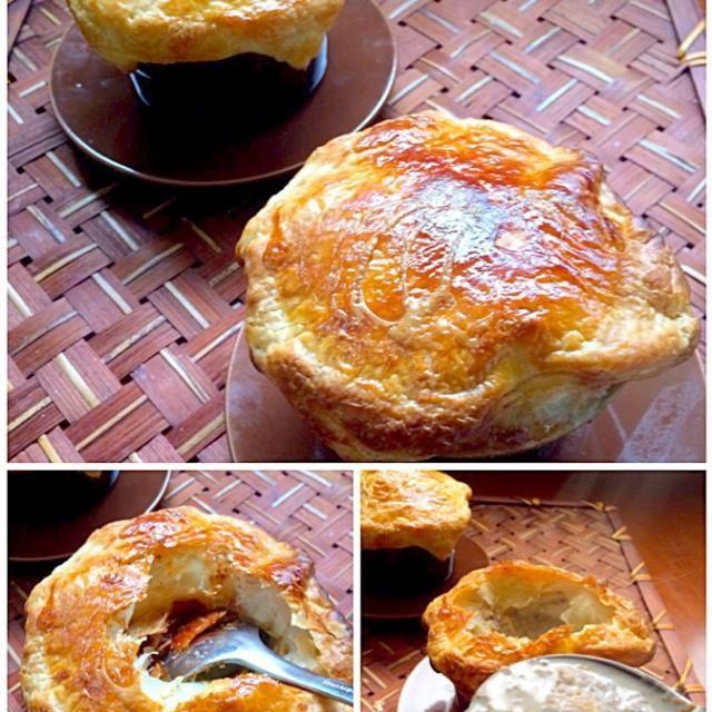 Cream of mushroom soup pot pie  先日の残ったパイシート使って大量マッシュルーム救済✌️ちょっとお洒落にポットパイ<クリームスープパイ包み焼き>♨️ - 77件のもぐもぐ - Champignon Soup en Croûte マッシュルームのクリームスープ パイ包み by honeybunnyb