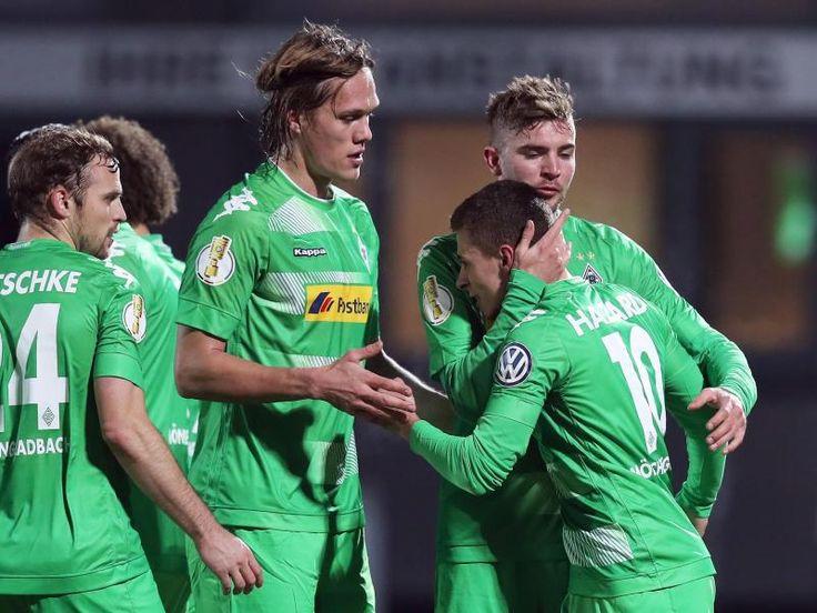 #SZ   Aufgeweckte Gladbacher peilen #Pokalfinale #an #Bei #Borussia #Moenchengladbach #steht #wieder #eine funktionstuechtige «Einheit» #auf #dem #Platz. #Der souveraene Pokalsieg #in #Fuerth #passt #zum positiven #Trend. Neu-Coach Hecking warnt #dennoch #vor Gefahren.#Von #Weltmeister #Christoph #Kramer kam #eine #klare #Ansage. «Es #sind #noch #zwei #Spiele #bis #Berlin, #da #ist #Traeumen erlaubt», sagte #der Fussball-Nationalspieler #nach #dem ungefaehrdeten http://sa
