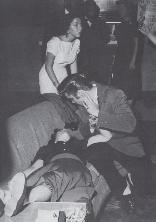Elvis tries to revive a female fan who swooned at the sight of him. The hysteria surrounding Elvis in the mid-50s was unbelievable.