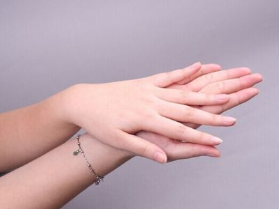 Most people find that they have white marks on nails at least once in their lives. This article will help you know the causes and treatments for this symptom.