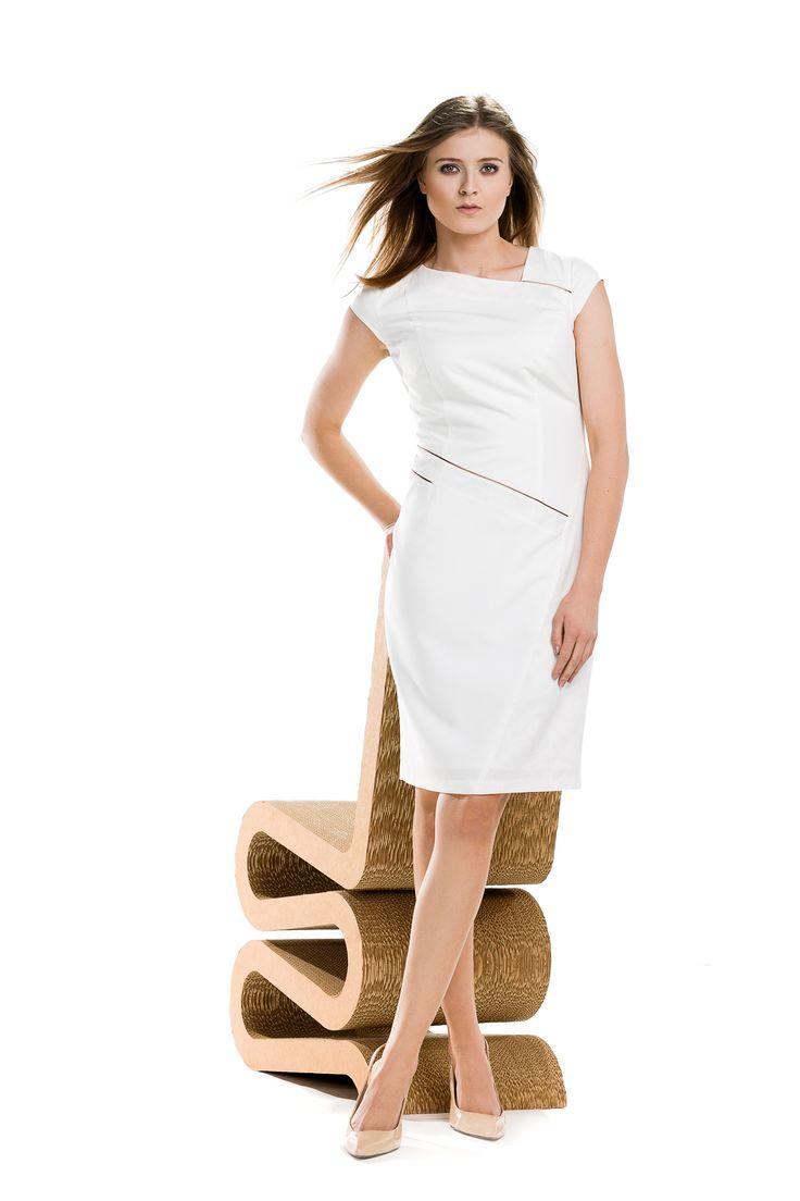 Asymetryczna kremowa sukienka na wesele. Asymetroc creamy drees. Perfect for wedding parties.