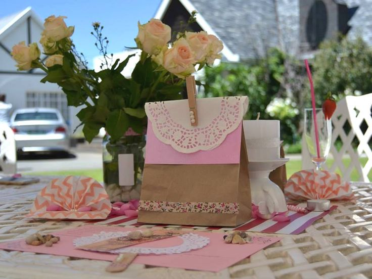 #kitchentea #giftbags #fans #chevron #pink #roses #hightea #table #decor www.jades.co.za