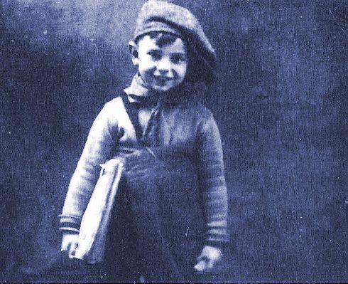 Imagen de la niñez de Ángel González.