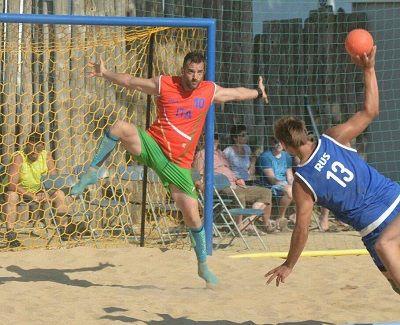 Beach Handball: le nazionali azzurre verso l'esordio ai Mediterranean Beach Games di Pescara.L'Italia femminile riparte dal bronzo agli Europei di Spagna, per gli uomini esordio contro l'Albania a due giorni dal taglio del nastro