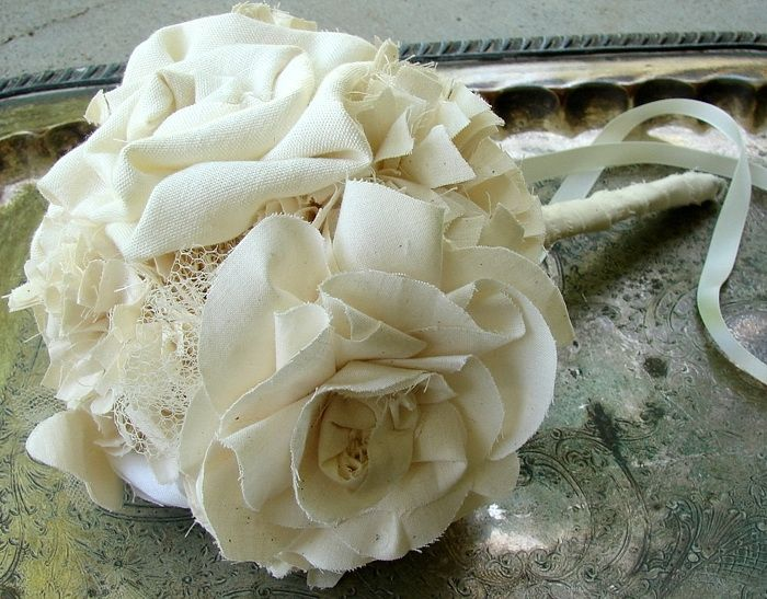 weddbook - wedding bouqets: Flowers Bouquets, Fabric Flowers, Wedding Vintage, Cotton Toss, Bouquet Wedding, Toss Bouquets, Fabrics Bouquets, Bouquets Wedding, Fabrics Flowers