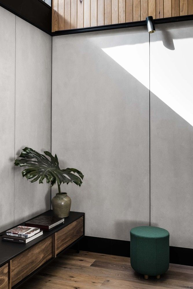 Gallery of Light Corridor House / FIGR Architecture & Design - 24