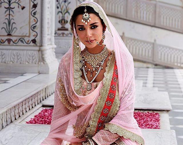 """Eyes that mesmerize 💛💛💛 #indianbride #happy #bridal #indianwedding #bigfatindianweddings #summerwedding #jatti #sikhwedding #henna #mehndi #mendhi #canada #canadian #summer #indianjewelry #indiansuit #indianwedding#royal #elegance #traditionalbride #weddinggoals #wedding#punjabi #fairytale #regal #inspiration #weddinginspiration #bridal"" by @indianweddingguide. #невеста #prewedding #brides #engagement #свадебноеплатье #vestidodenoiva #couture #gelinlik #gown #weddinghair #casamento…"