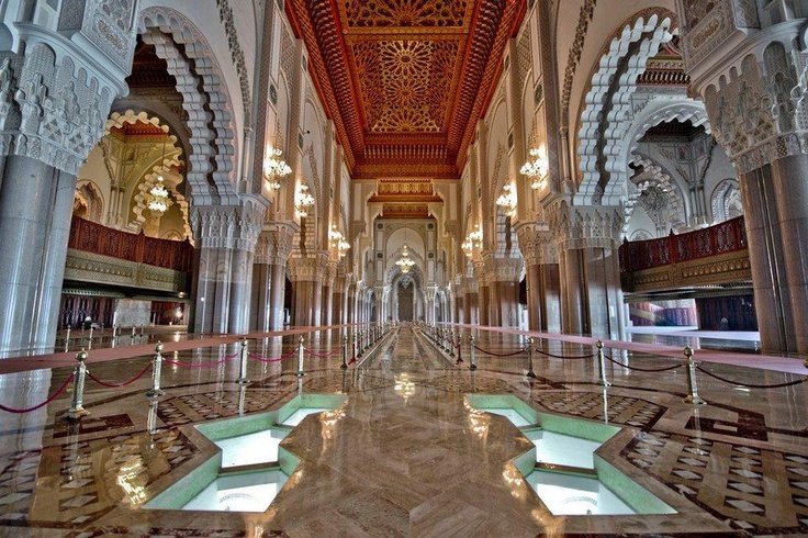 The interior of the beautiful hassan ii mosque in for Mosquee hassan 2 architecture