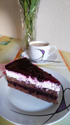 Svieža torta s čučoriedkovým želé a tvarohovým krémom :)