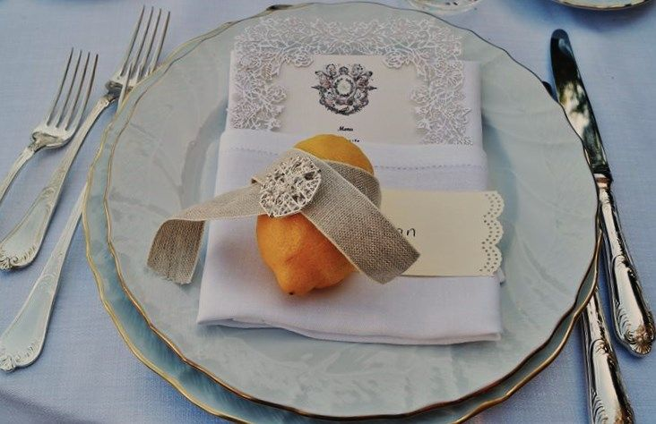 Menu Lace detail and lemon with diamond pin for a Special Wedding