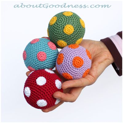 Step by step tutorial for Hot Air Balloons/joggling balls included a crochet basket and the polka dots.