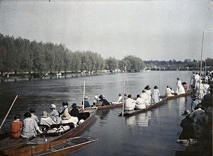 UK, autochrome photo, c.1910's  River boating, England