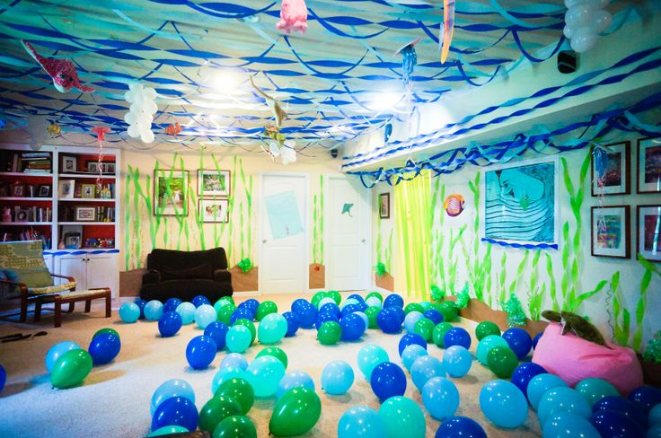 Over the top under the sea party decor, would also be perfect for a Spongebob birthday party.