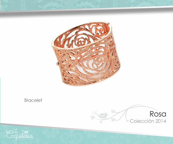 El brazalete en tono oro rosado está adornado con figuras dinas de flores y remolinos, acentuado con micro mini Cristales Austríacos. www.lacoqueteria.co #bracelet #brazalete #accesories #beautiful #lacoqueteria #fashion  #shoppingonline #tiendaenlinea #mexico #accesorios #moda #monterrey #merida #vestidos #joyeria #bisuteria #boda #tendencias