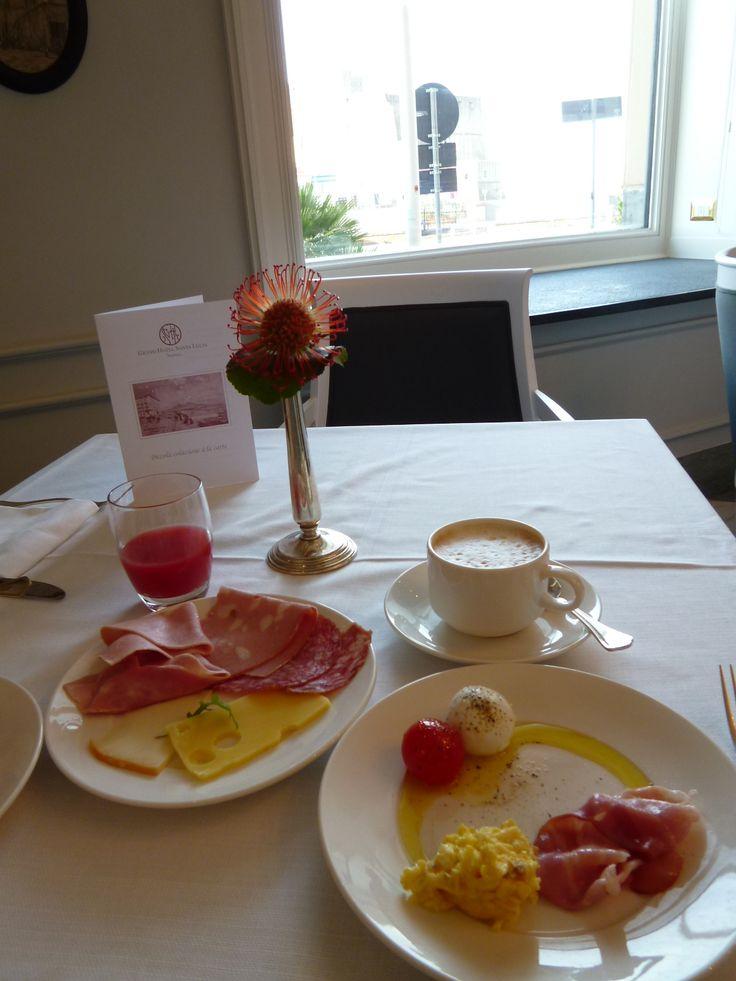 """Prima colazione, """"Grand Hotel Santa Lucia"""", Napoli Italia (Maggio)"""