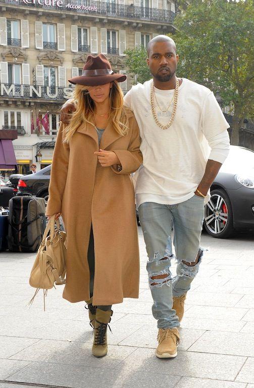 Kim Kardashian-Kanye West:  Δεν πέρασε μια μέρα του 2013 που να μην απασχόλησαν τα media: από τα τέλη του προηγούμενου χρόνου που ανακοίνωσαν την εγκυμοσύνη της Kim μέχρι τη γέννηση της North τον Ιούνιο και την grande πρόταση γάμου του rapper μέσω γιγαντοοθόνης και συνοδεία 50μελούς ορχήστρας την ημέρα των γενεθλίων της (21 Οκτωβρίου). Στο ενδιάμεσο μεσολάβησαν άπειρα φωτογραφικά ντοκουμέντα της κοινής τους ζωής μέσω instagram, twitter και όποιο άλλο social medium βρήκαν διαθέσιμο.