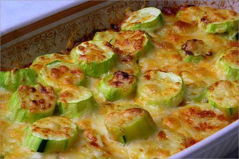 Receta fácil y rápida para preparar unos calabacines con tomate y queso deliciosos con pocas calorías, que te ayude a bajar de peso llevando una dieta sana.