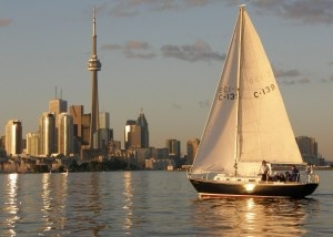 Best Of Toronto: Why you should visit Canada this summer | Eating Over The Sink--- helpful article on what to do in Toronto.