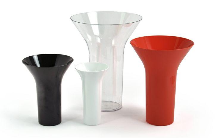 Eero Aarnion vaasit kaikissa väreissä. Vase's from Eero Aarnio. Made in Finland.