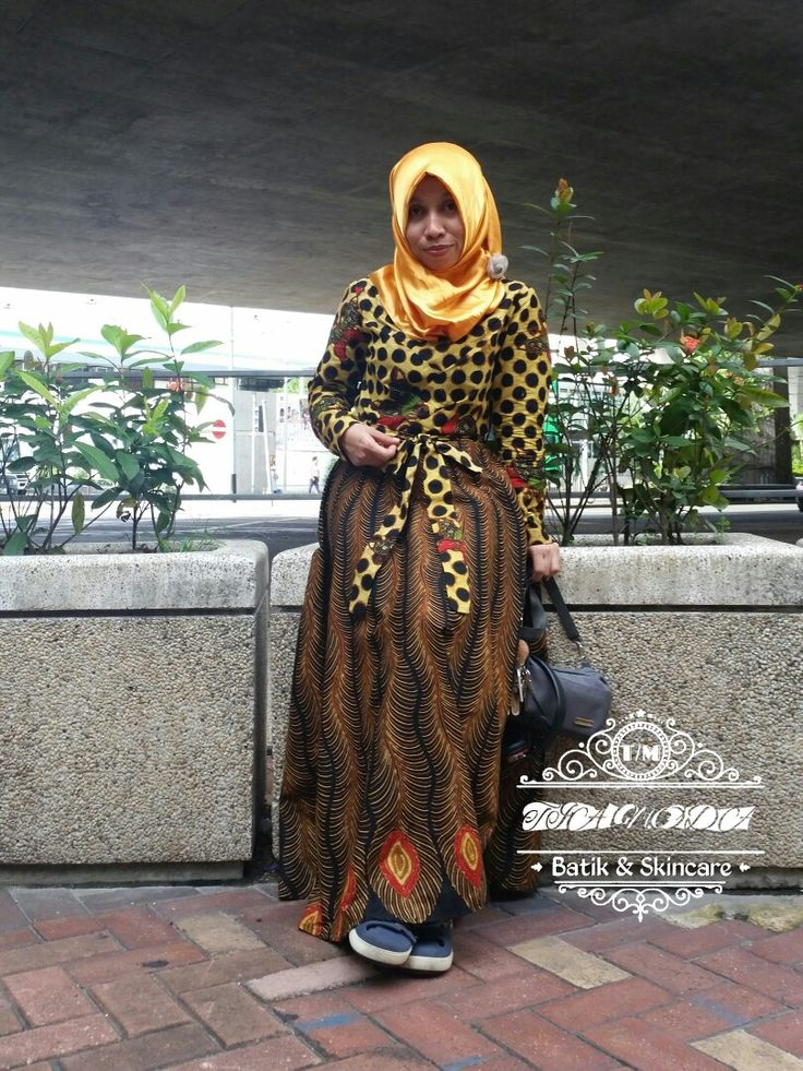 "Perpaduan soga genes motif merak dan semi tulis motif macan tutul dan kupu""  Rasanya tak ingin berhenti berkreasi dengan batik, love batik indonesia"