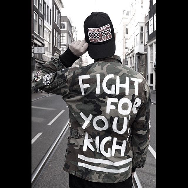 You gotta fight for your right! 🔥 The exclusive Fight Shirt from the brand new #htclosangeles Vintage Collection is now available at @didatofashion // #toourban #fightshirt #htc #hollywoodtradingcompany #fightforyourrights #freedom #didato //